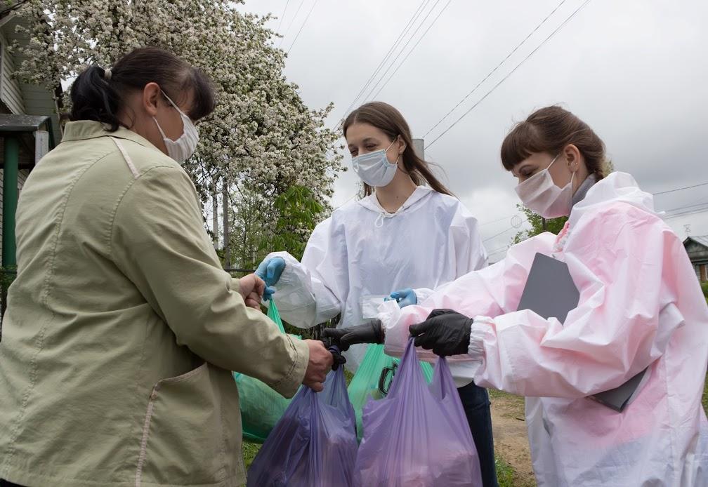 В Нижегородской области волонтеры передали жителям больше 6,5 тысяч продуктовых наборов от ОМК и фонда «ОМК-Участие»
